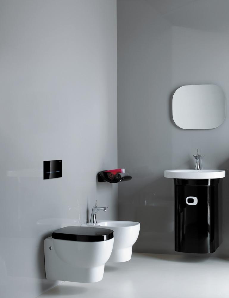 Geberit-Sigma80-Black-Glass-In-Situ